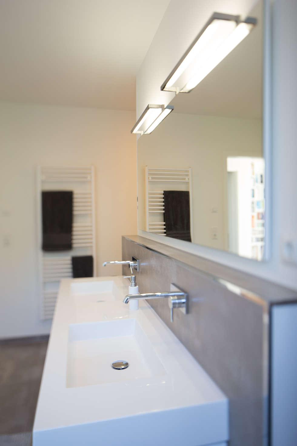 Badezimmer: moderne Badezimmer von Hellmers P2 | Architektur & Projekte