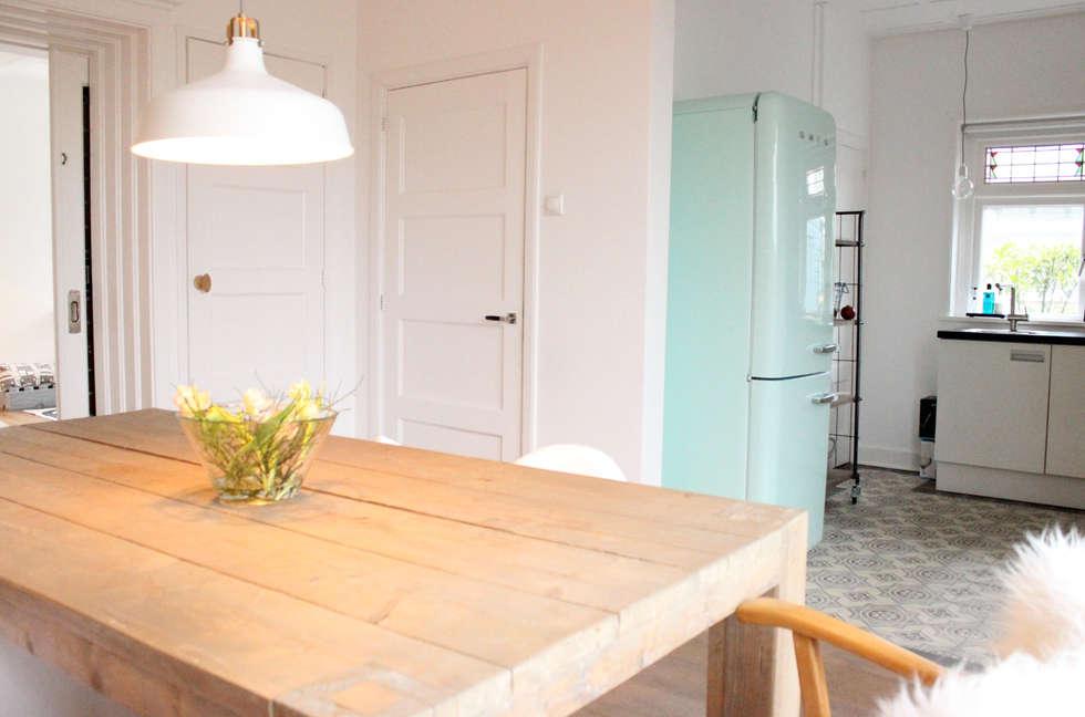 Opvallende koelkast: scandinavische Keuken door Evelyne Ontwerp