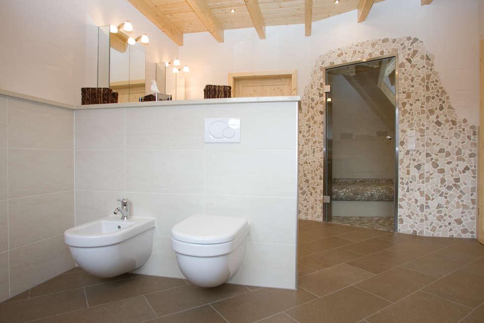 Luxus-Bad: mediterrane Badezimmer von Fliesen Hiersemann