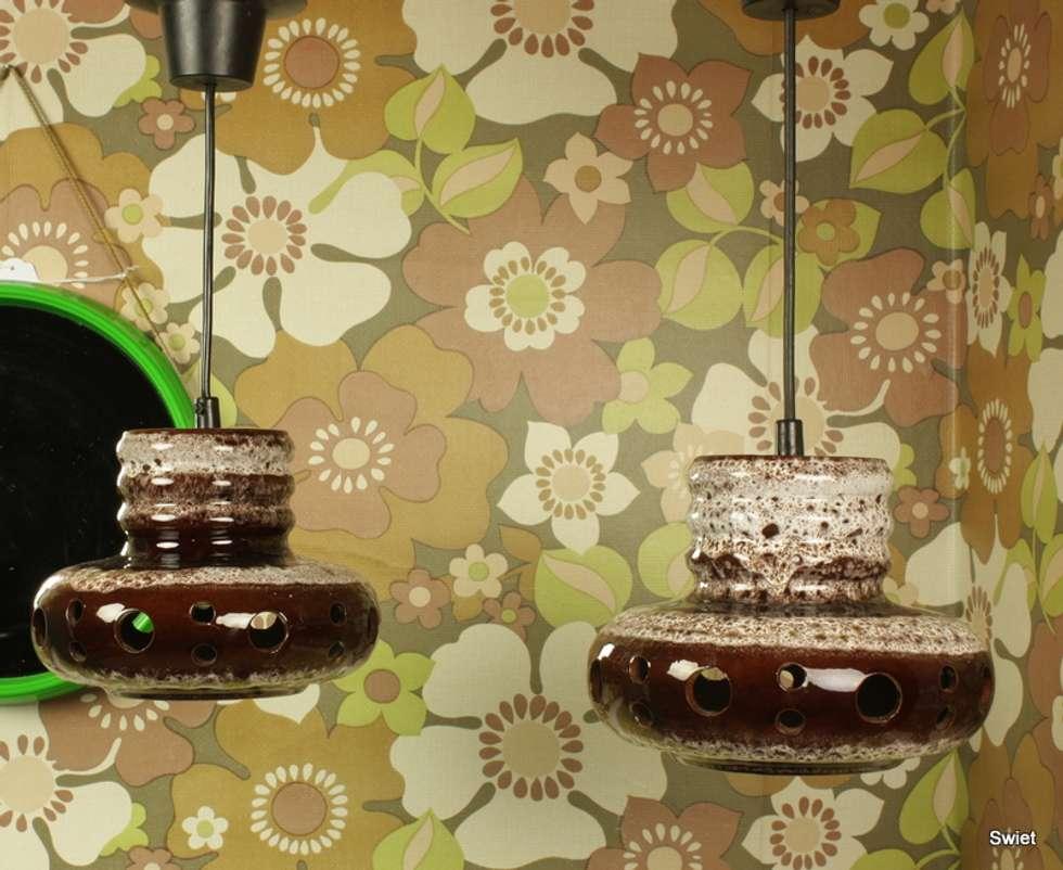 Lampen en behang:  Winkelruimten door Swiet