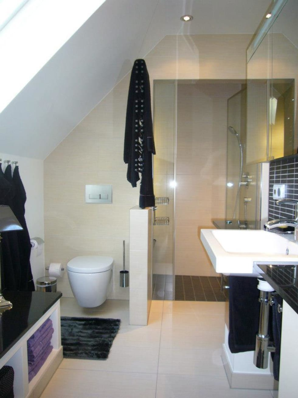 Bad mit dachschräge und dampfdusche: klassische badezimmer von ...