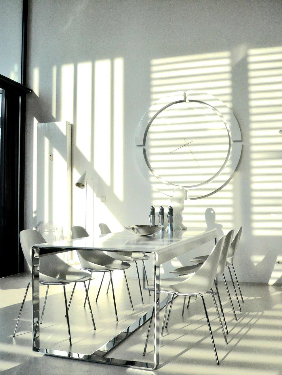 Loft Hafencity Hamburg: moderne Wohnzimmer von Andras Koos Architectural Interior Design
