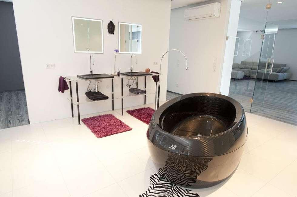 Baños de estilo moderno por Design by Torsten Müller