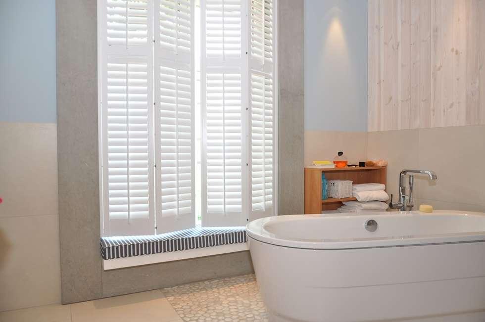 Shutters w łazience: styl , w kategorii Żaluzje zaprojektowany przez Gama Styl
