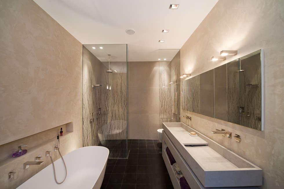 Masterbad mit Mineralputz: moderne Badezimmer von Einwandfrei - innovative Malerarbeiten oHG