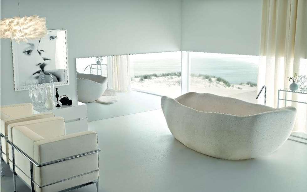 Badewanne Mit Dusche. Aber Aus Naturstein