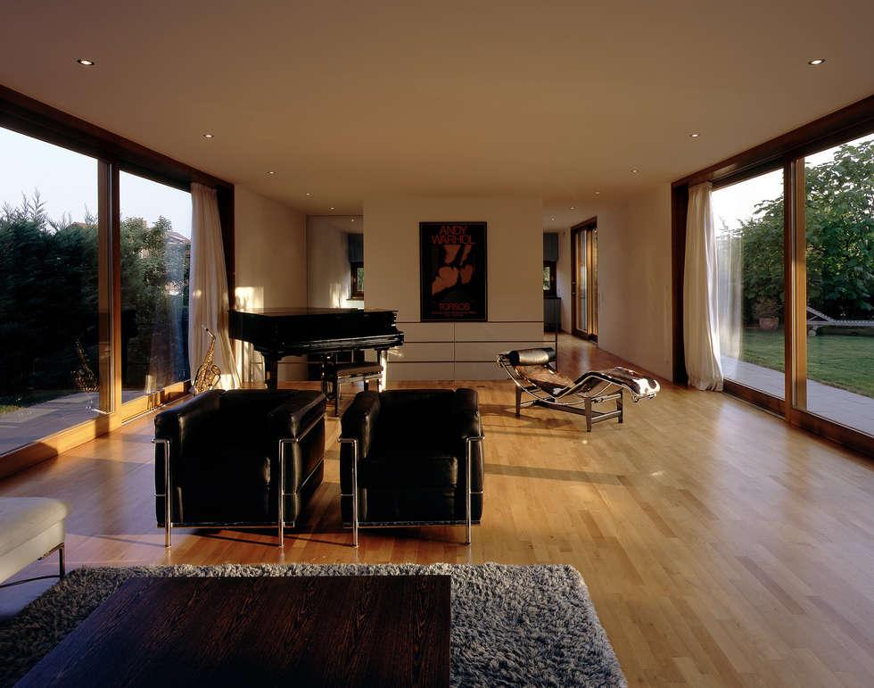 Moderne Wohnzimmer Bilder: Villa F  homify