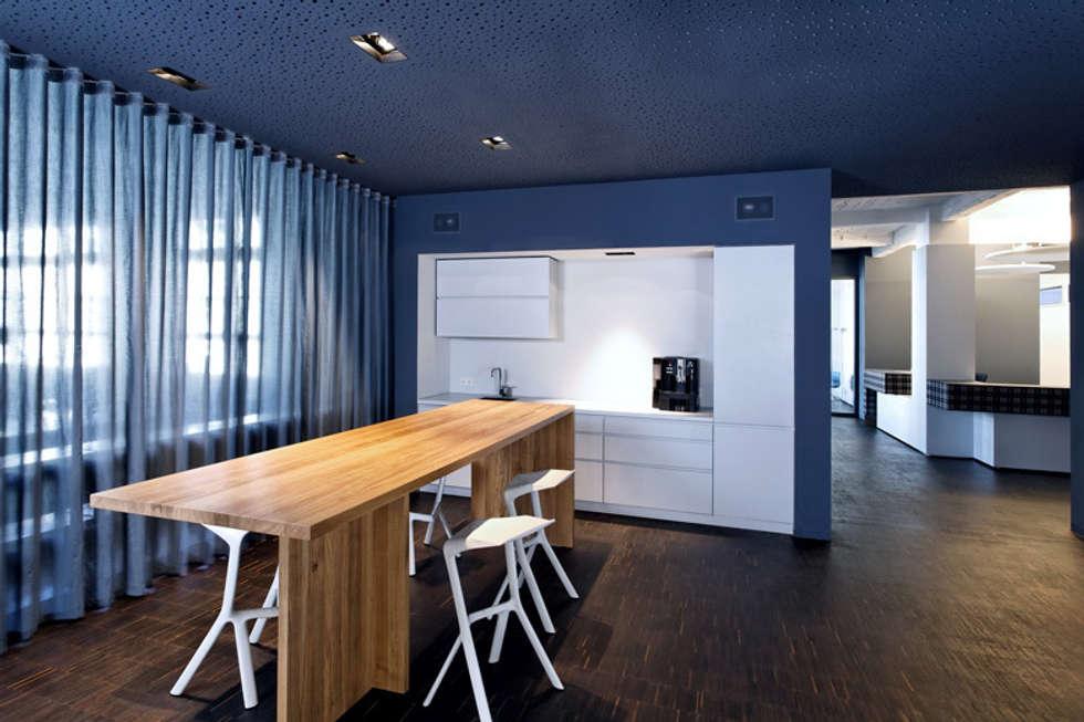 zentraler kommunikationsbereich moderne k che von a base i b ro f r architektur homify. Black Bedroom Furniture Sets. Home Design Ideas