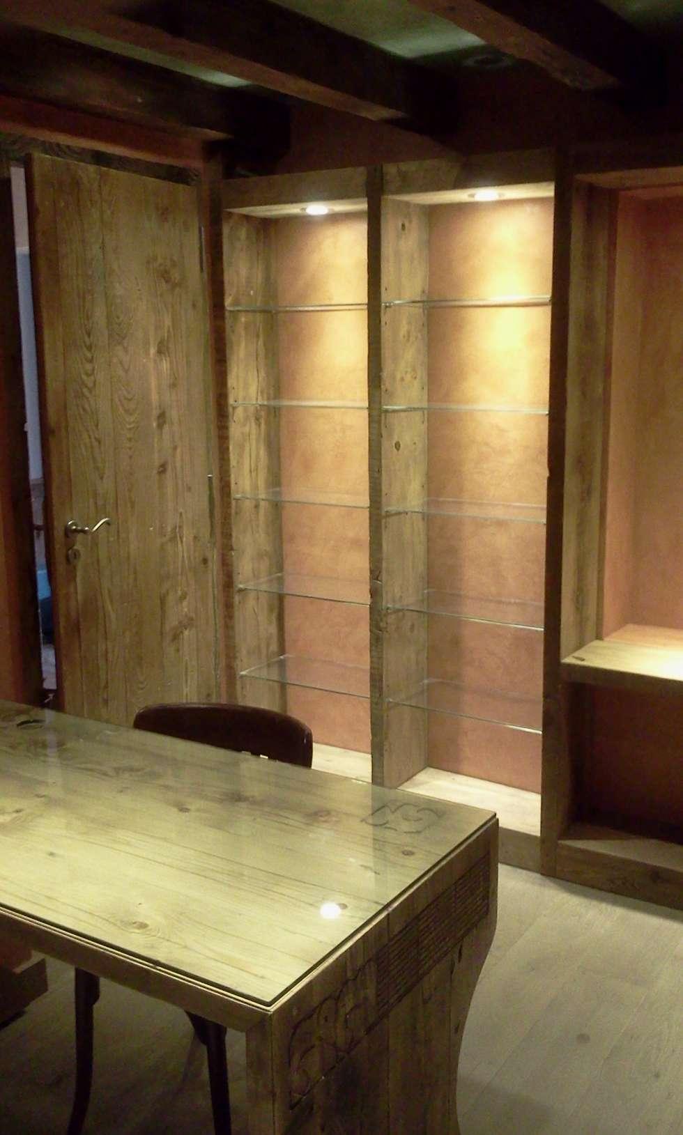 vieux bois et stuc: Bureau de style de style eclectique par FOBB