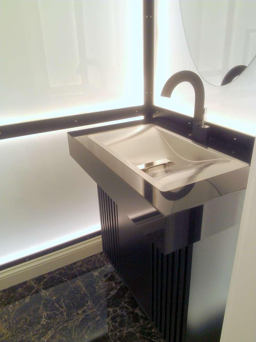Gäste WC: moderne Badezimmer von Beate Hoos interior design