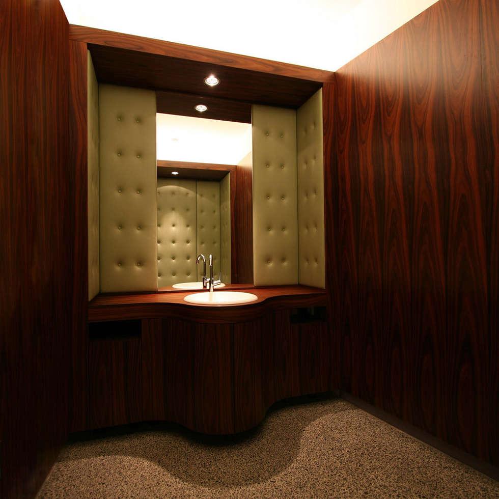 Den Himmel im Haus - Residenz mit zentralem Lichthof: klassische Badezimmer von CG VOGEL ARCHITEKTEN