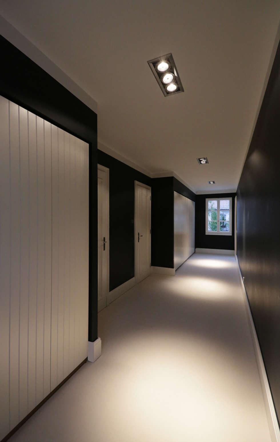 Mut zur Symmetrie - Klassisches Wohnhaus am Waldrand: klassische Ankleidezimmer von CG VOGEL ARCHITEKTEN
