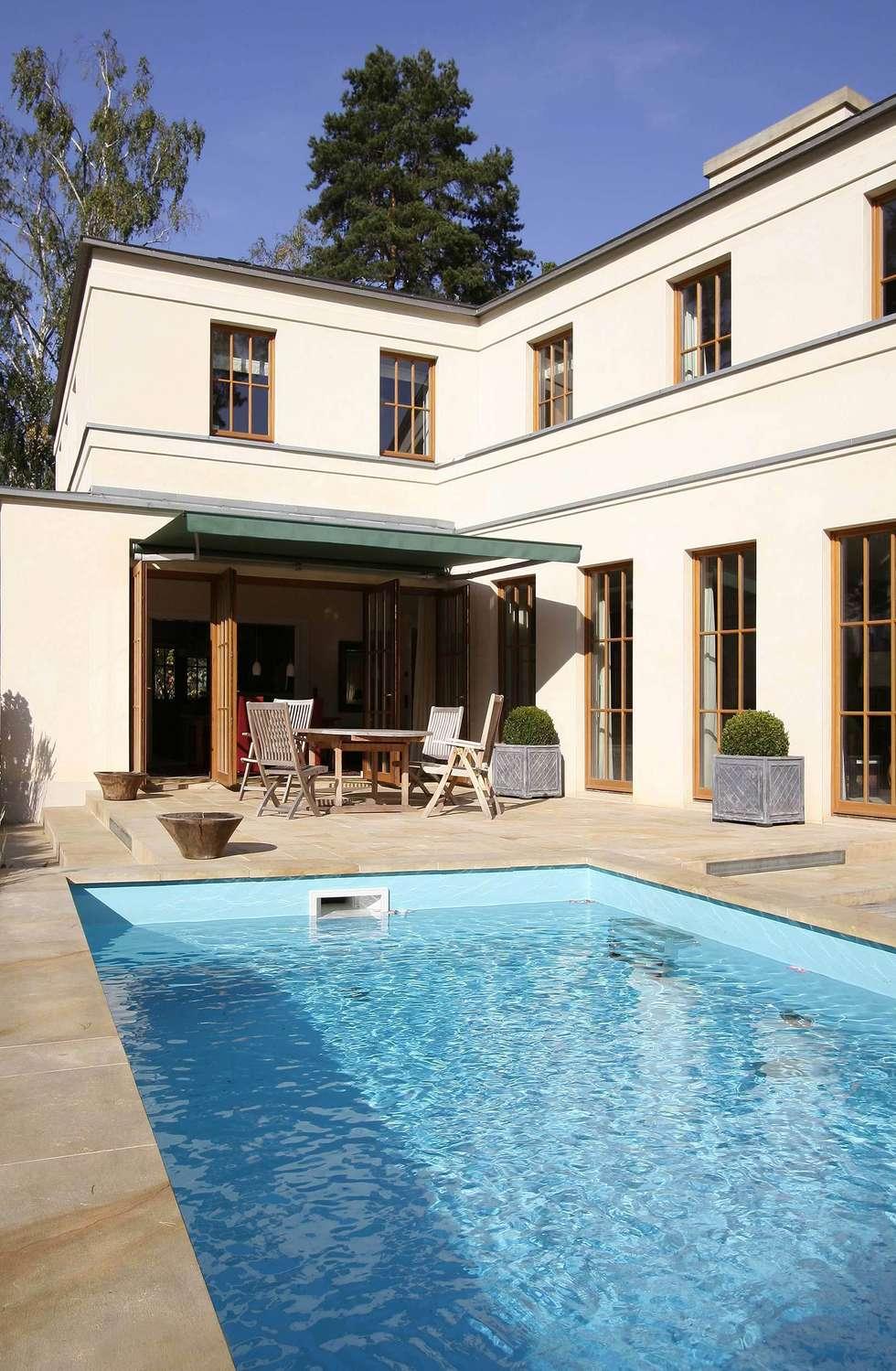 English inspired - Domizil mit Landhausflair: landhausstil Pool von CG VOGEL ARCHITEKTEN