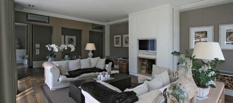 Liegeplatz am See - Landsitz mit Ferienambiente: klassische Wohnzimmer von CG VOGEL ARCHITEKTEN