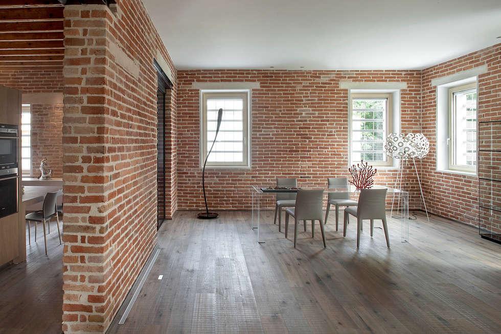 Renovation of a former country house: Soggiorno in stile in stile Rustico di Luca Girardini - Photos