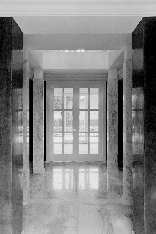 Klassische Villa mit zentraler Halle:  Flur & Diele von CG VOGEL ARCHITEKTEN