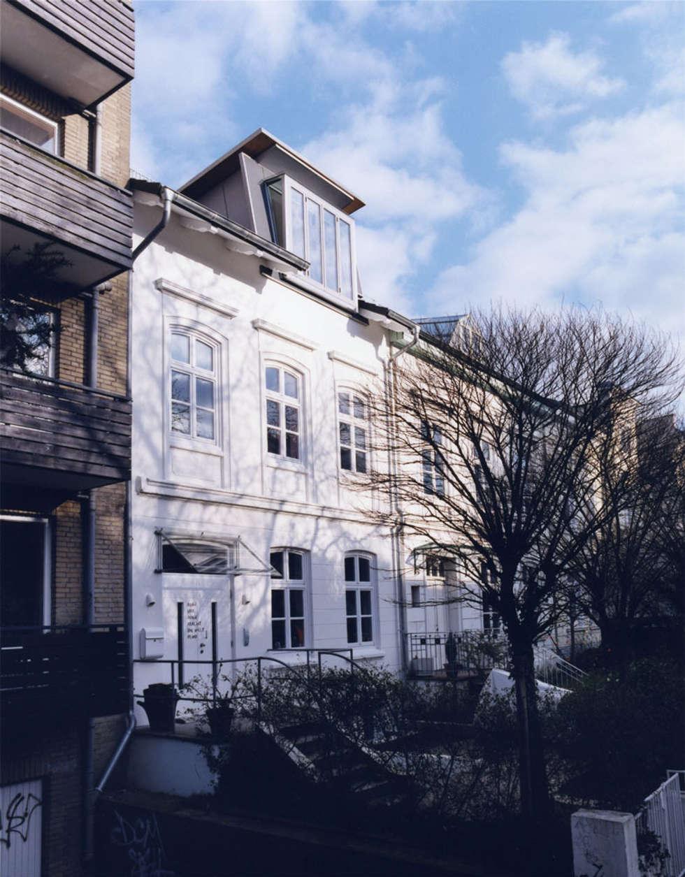 Strassenfront: skandinavische Häuser von and8 Architekten Aisslinger + Bracht