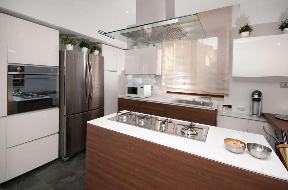 modern Kitchen by LuVi ph
