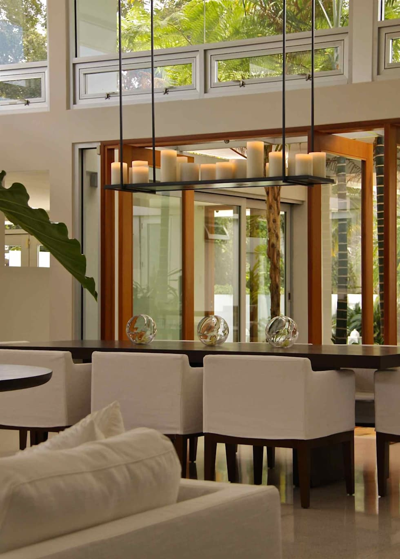 Dining room: Salle à manger de style de style Tropical par Lichelle Silvestry Interiors