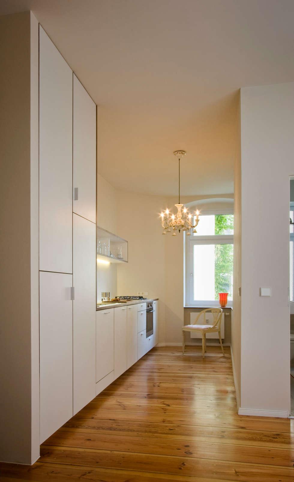 Offene Küche: moderne Küche von Nickel Architekten