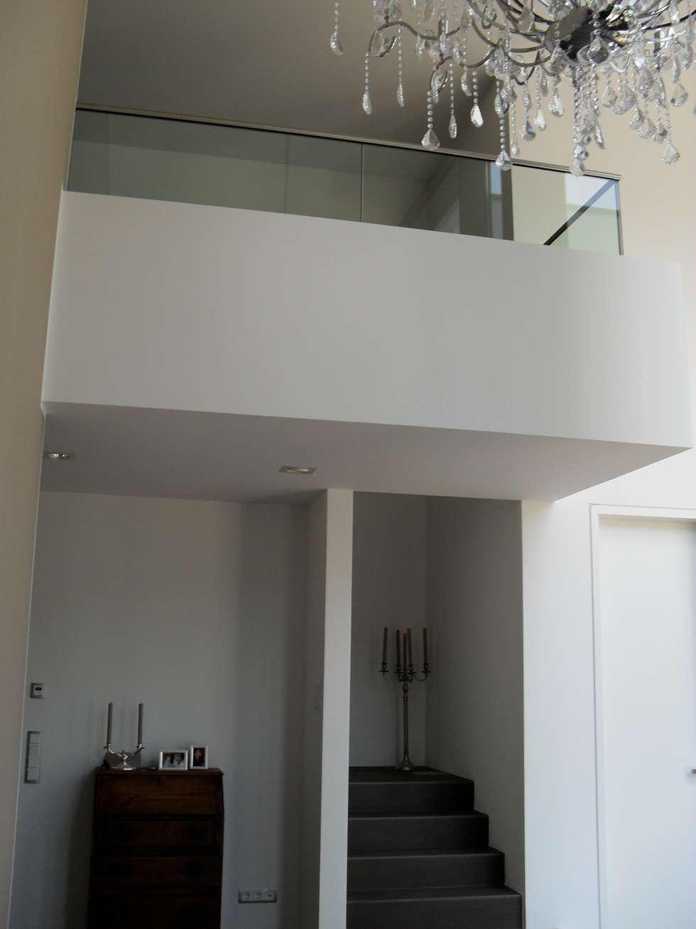 Pasillos y recibidores de estilo  por Architekturbüro Sauer-Scholta