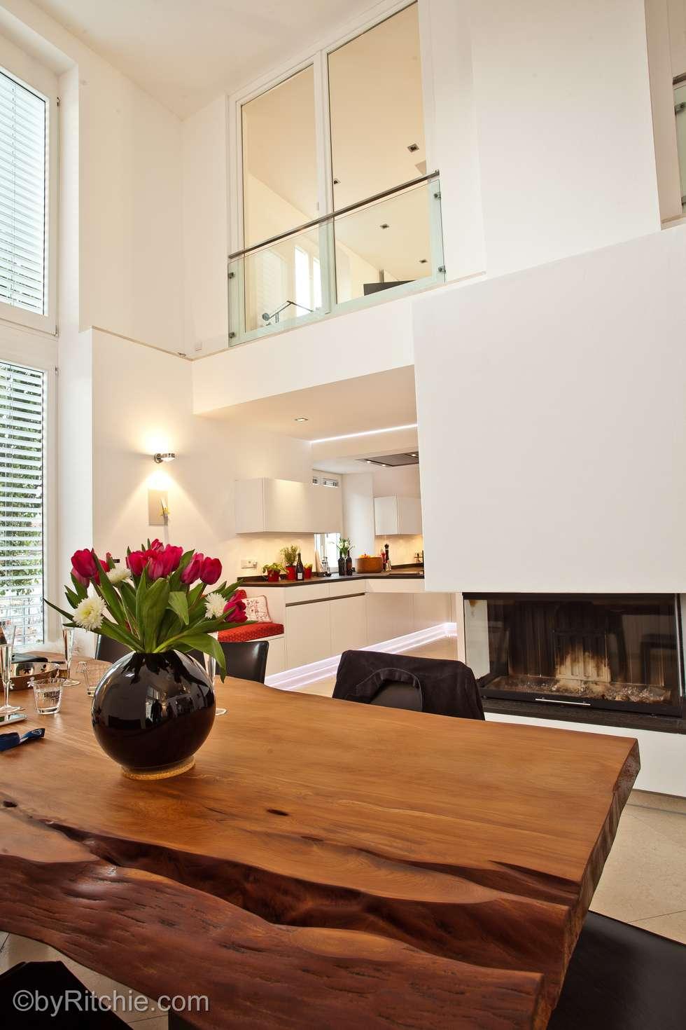 umbau und sanierung eines stadthauses in stadtamhof, regensburg: moderne Esszimmer von Architekturbüro Ferdinand Weber