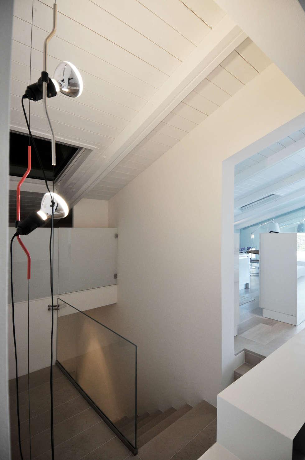 Interior design - White Loft Treviso Italy: Ingresso & Corridoio in stile  di IMAGO DESIGN
