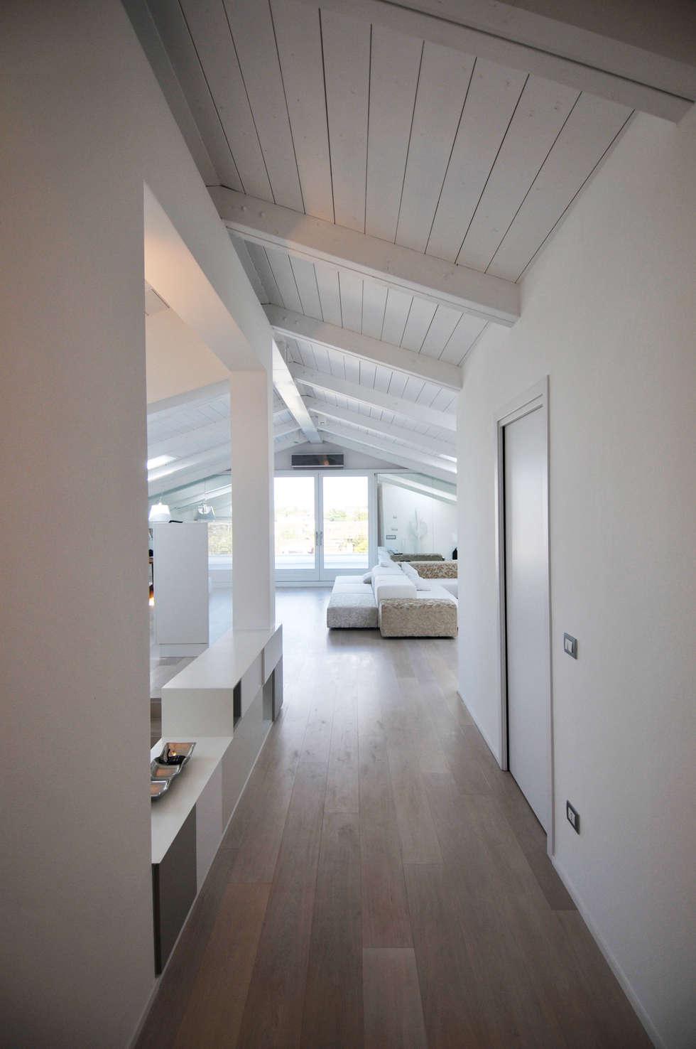 Interior design - White Loft Treviso Italy: Soggiorno in stile in stile Minimalista di IMAGO DESIGN