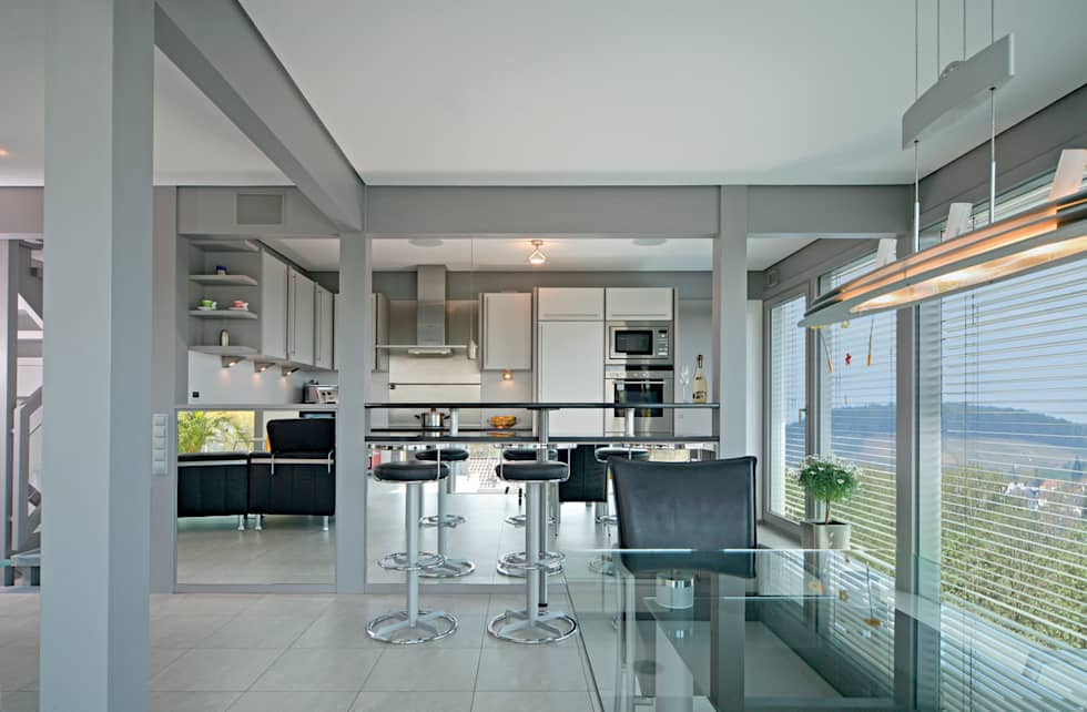 Einfamilienhaus in Steinheim: moderne Küche von DAVINCI HAUS GmbH & Co. KG