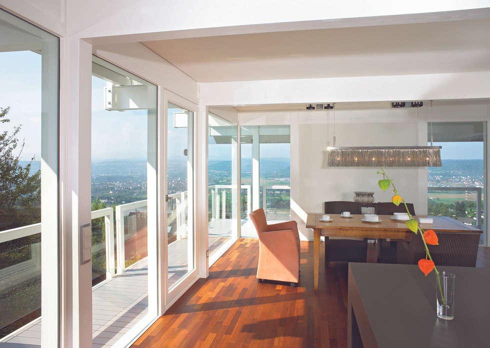 Panoramalage im Siebengebierge: klassische Esszimmer von DAVINCI HAUS GmbH & Co. KG