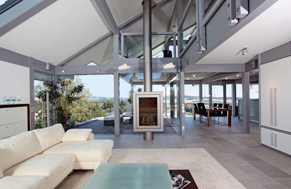Satteldachhaus in Hannover: moderne Wohnzimmer von DAVINCI HAUS GmbH & Co. KG