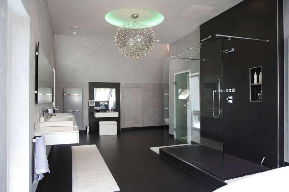 Villa St. Wendel: moderne Badezimmer von Bolz Licht & Design GmbH