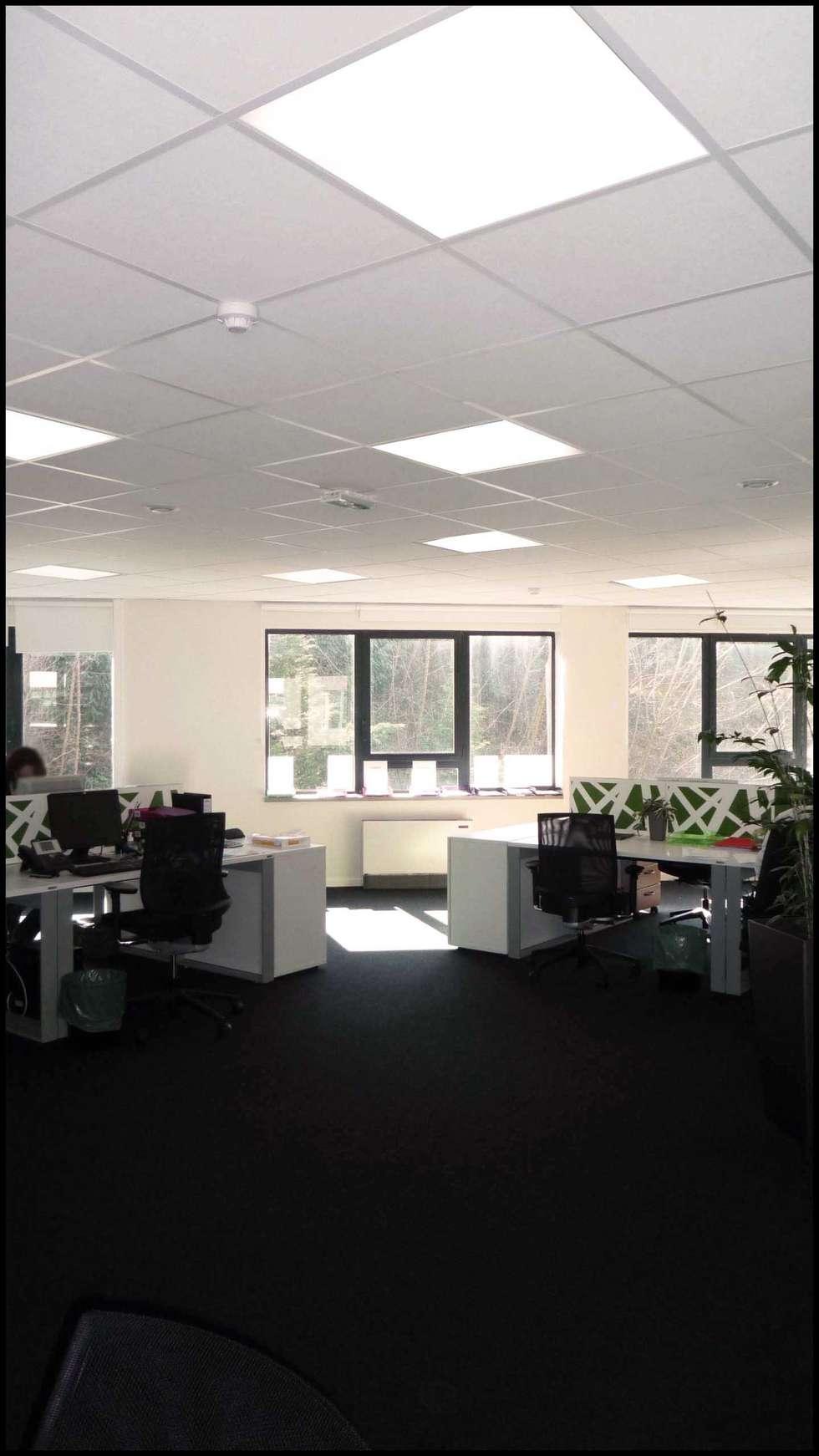 www.karineperez.com: Bureau de style de style Moderne par Agence KP