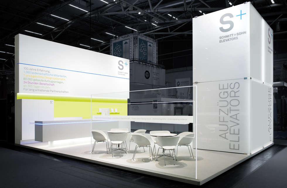 Messestand: moderner Multimedia-Raum von Marius Schreyer Design