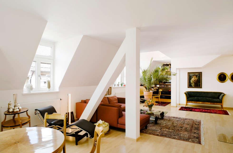 Stadtvilla in Nürnberg: klassische Wohnzimmer von Marius Schreyer Design