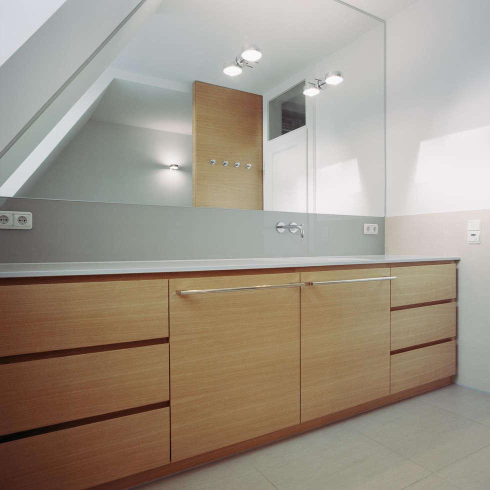 Stadtvilla in Nürnberg: moderne Badezimmer von Marius Schreyer Design