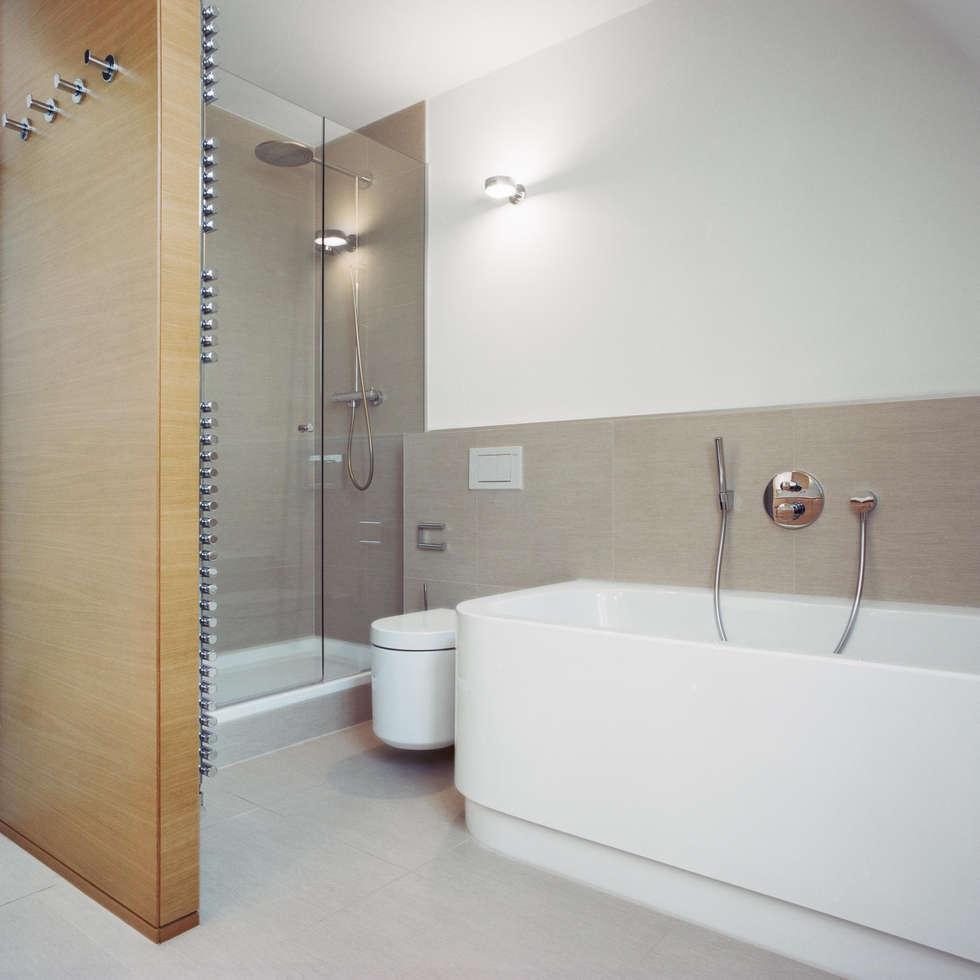 Stadtvilla in nürnberg: moderne badezimmer von marius schreyer ...