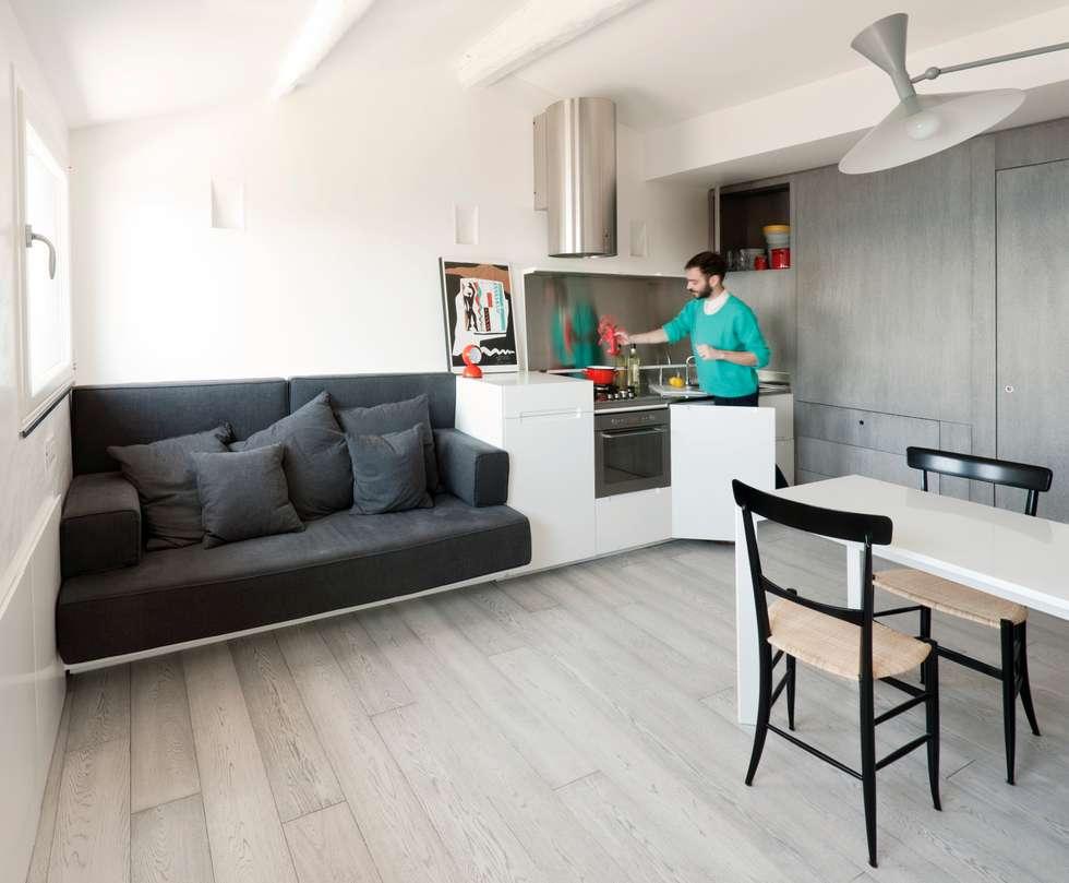 Attico sul Porto: Cucina in stile in stile Moderno di gosplan architects