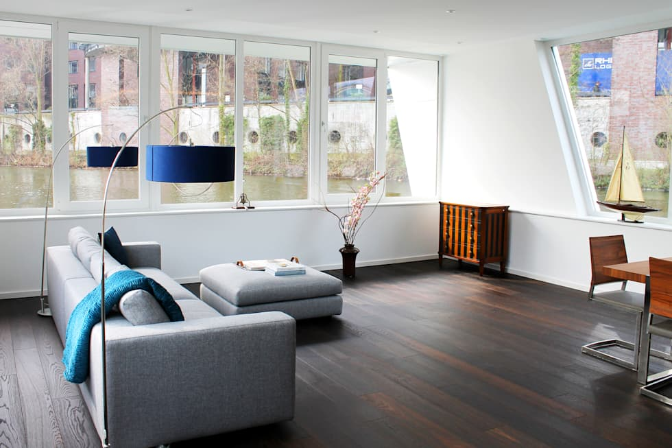 Wohnbereich mit Panoramablick: ausgefallene Wohnzimmer von FLOATING HOMES