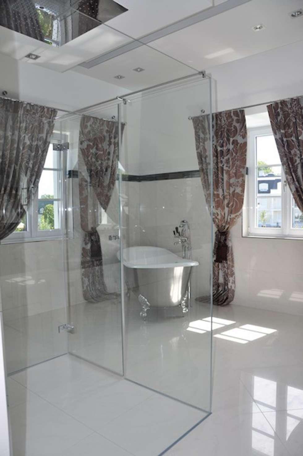 Bad weiß hell : klassische Badezimmer von Elke Altenberger Interior Design & Consulting