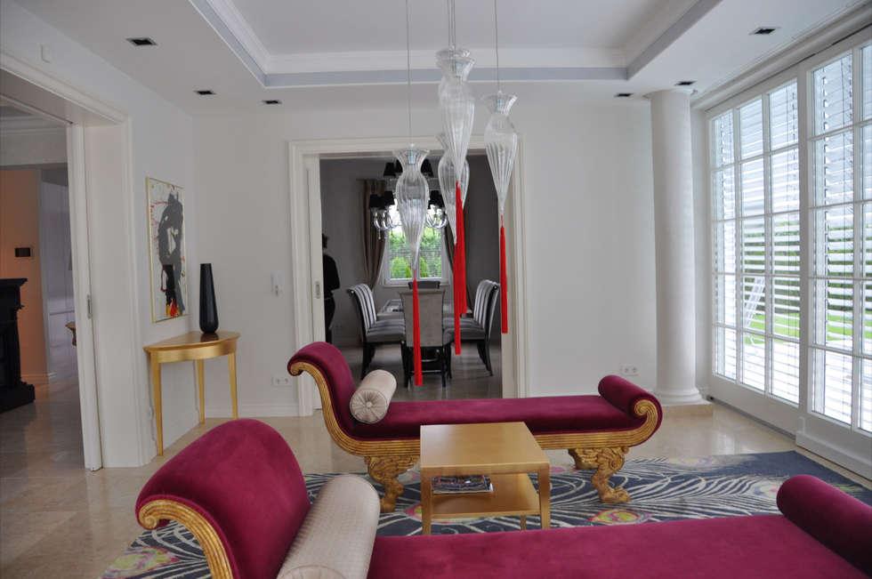 Wintergarten: klassische Wohnzimmer von Elke Altenberger Interior Design & Consulting
