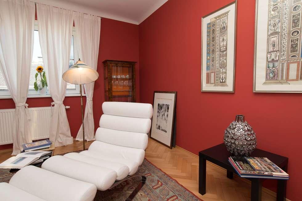 Wohnbereich - Künstleratelier:  Wohnzimmer von Elke Altenberger Interior Design & Consulting