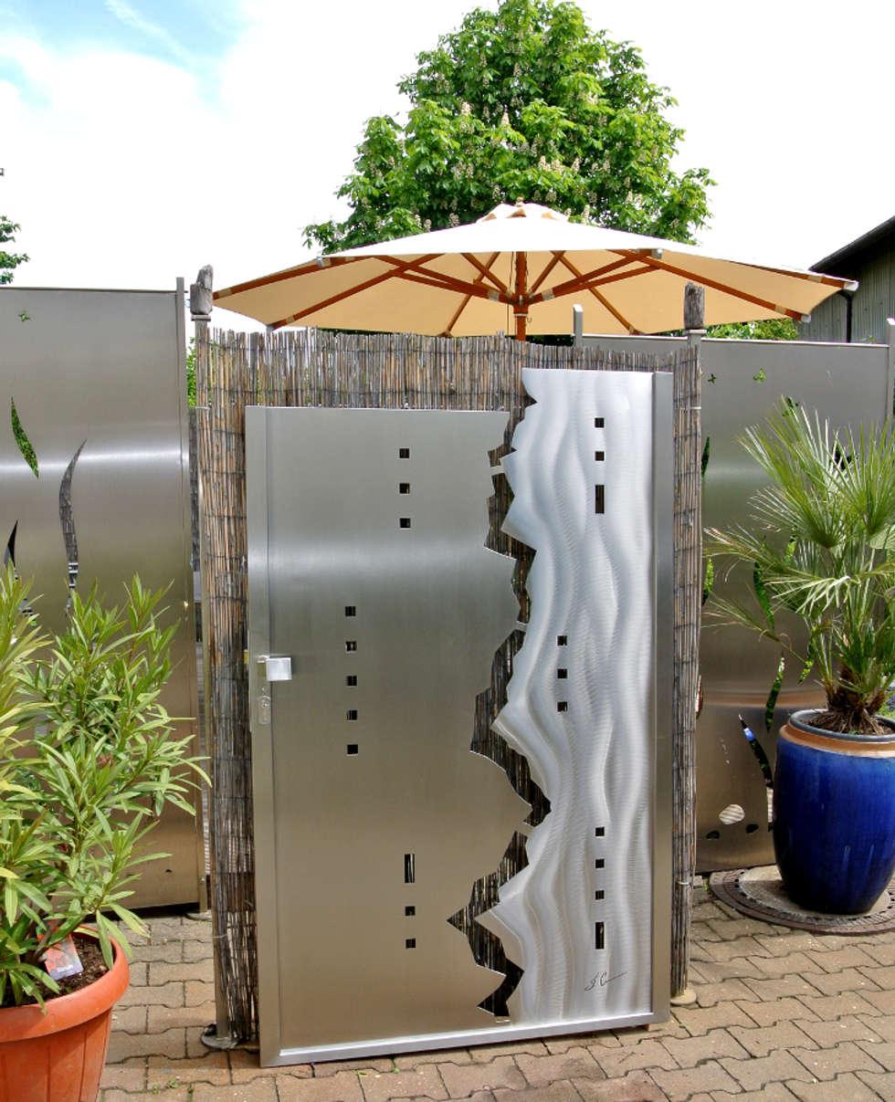 Edelstahl Tore und Edelstahlstahl Tordesign: moderner Garten von Edelstahl Atelier Crouse - Stainless Steel Atelier