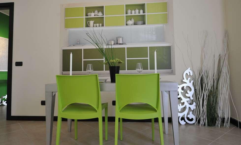 zona cucina: Sala da pranzo in stile in stile Moderno di Gabriella Sala   Home Staging & Relooking Specialist