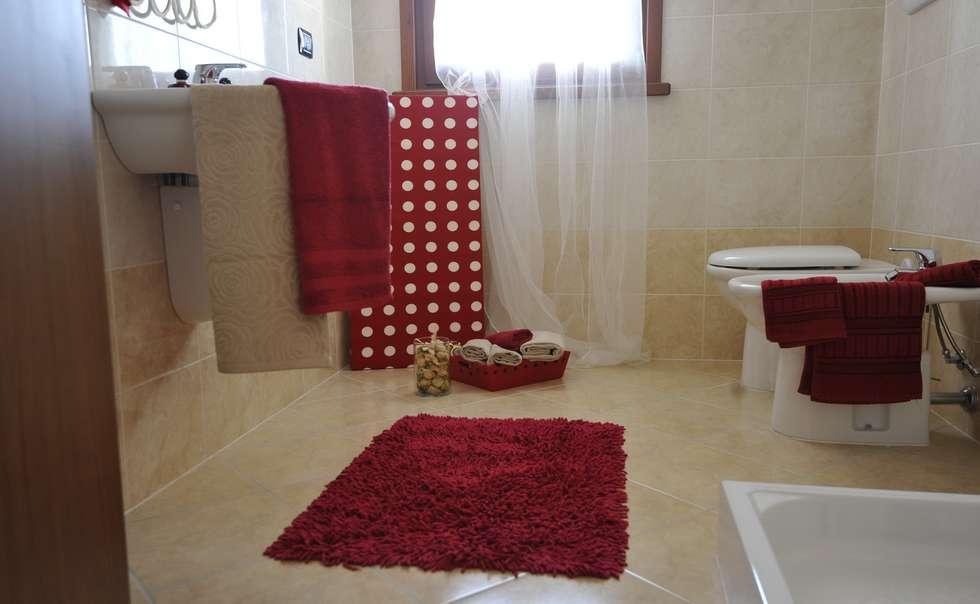 bagno: Bagno in stile in stile Moderno di Gabriella Sala   Home Staging & Relooking Specialist