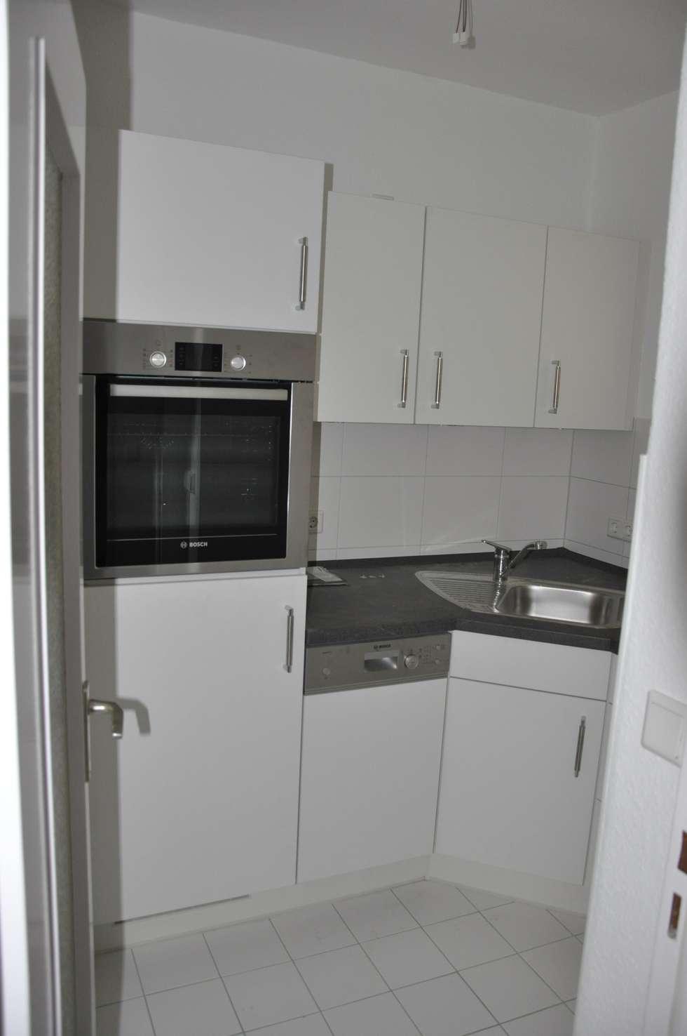 Renovierte Küche vor dem Home Staging: moderne Wohnzimmer von Optimmo Home Staging