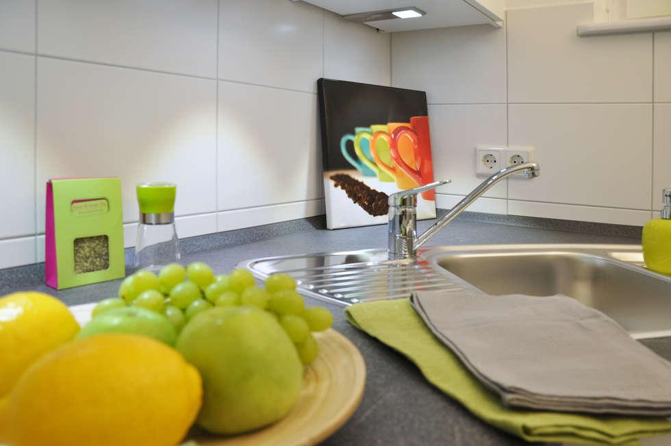 Nach dem Home Staging: moderne Wohnzimmer von Optimmo Home Staging