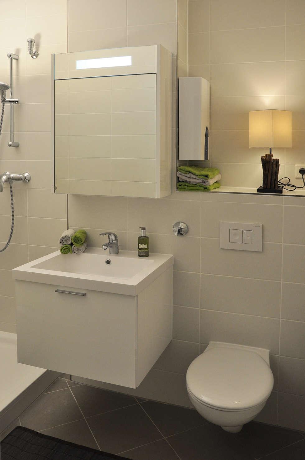 Badezimmer nach dem Home Staging: moderne Wohnzimmer von Optimmo Home Staging