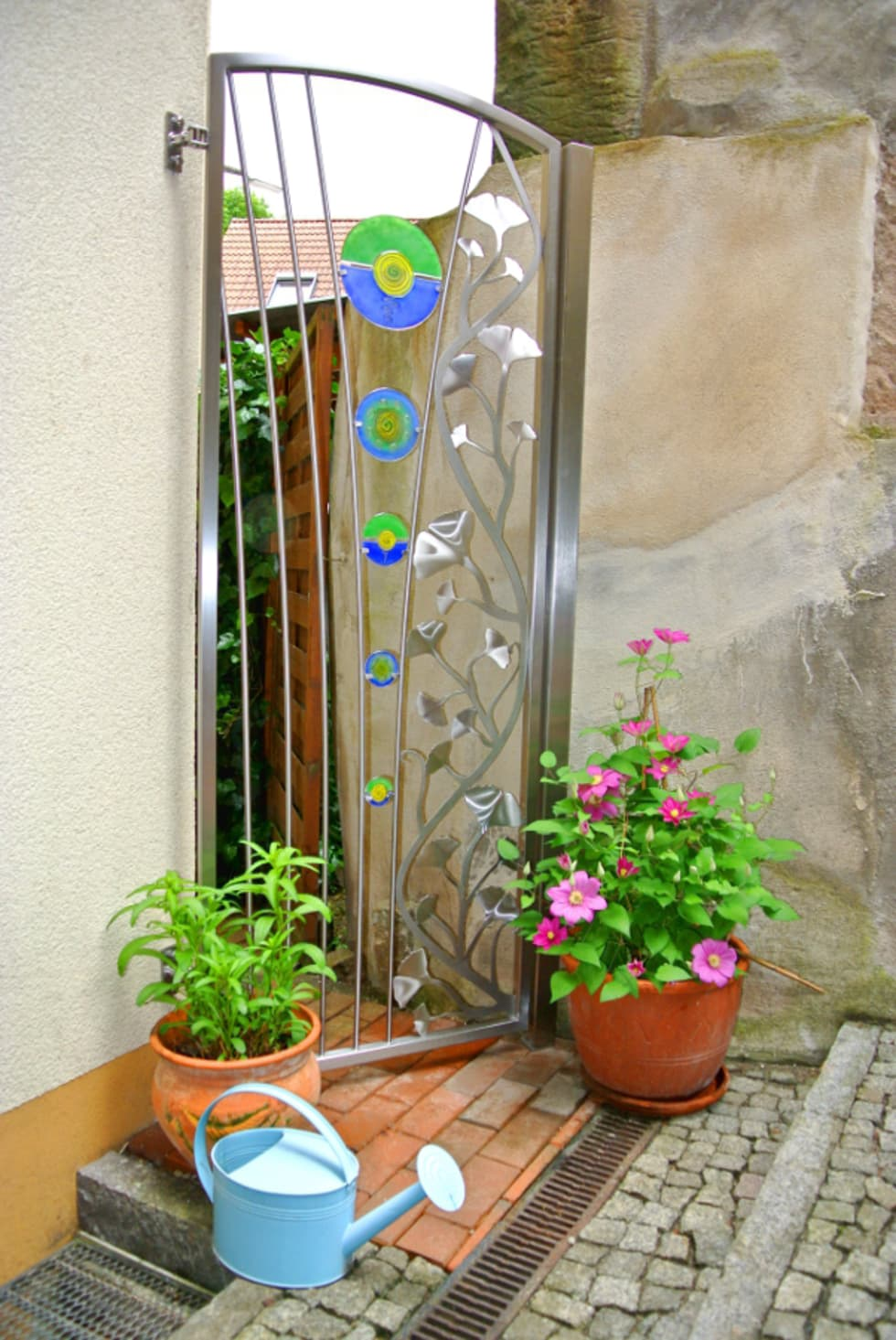 Gartentür aus Edelstahl und Glas.: moderner Garten von Edelstahl Atelier Crouse - Stainless Steel Atelier