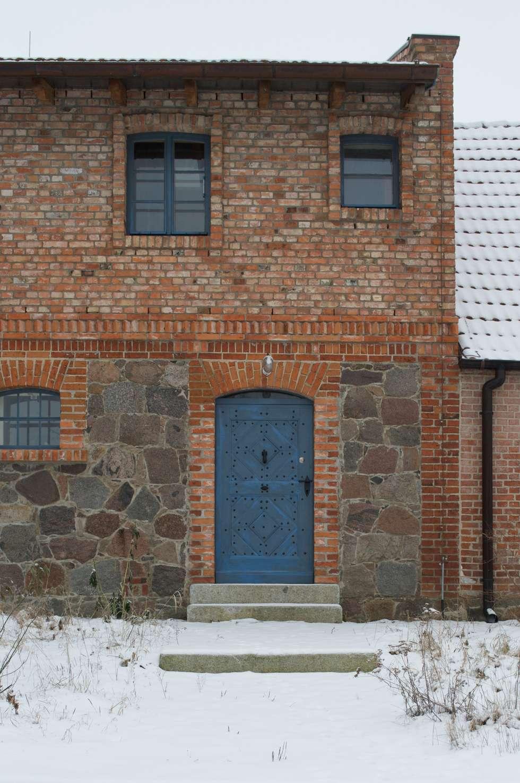Hauseingang: rustikale Häuser von Gabriele Riesner Architektin